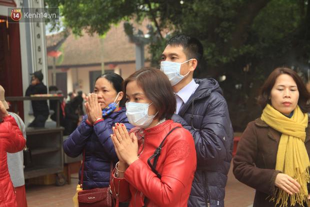 Phát miễn phí 75.000 chiếc khẩu trang y tế phòng ngừa đại dịch corona tại Hà Nội, nhiều người từ chối nhận - Ảnh 18.