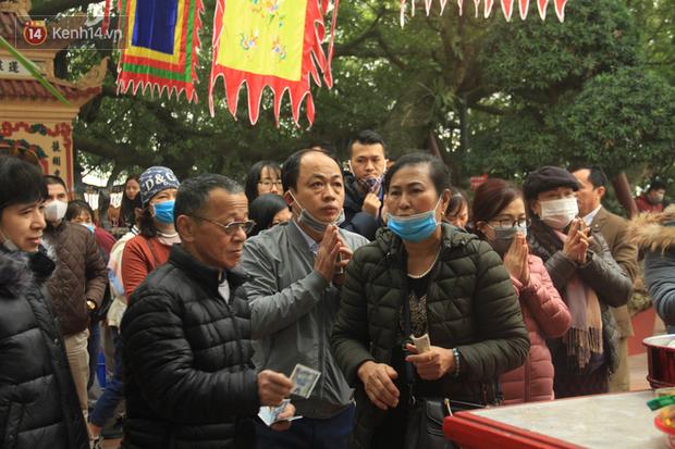 Phát miễn phí 75.000 chiếc khẩu trang y tế phòng ngừa đại dịch corona tại Hà Nội, nhiều người từ chối nhận - Ảnh 19.