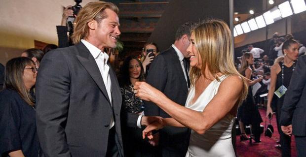 Xôn xao tin mẹ Brad Pitt ghét Angelina Jolie, muốn con trai nhanh tái hôn với Jennifer Aniston sau màn hội ngộ lịch sử - Ảnh 1.