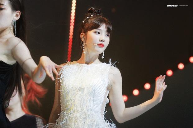 Không phải nữ thần Irene hay Tzuyu, Joy mới là mỹ nhân hot nhất SMA 2020: Vừa đẹp như thiên thần vừa sexy, ai chịu nổi? - Ảnh 6.