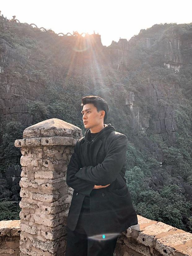 """Tung ảnh du xuân ở Ninh Bình, anh chàng khiến dân mạng """"say đứ đừ"""": Là nắng chói chang hay vì anh mà xốn xang? - Ảnh 4."""