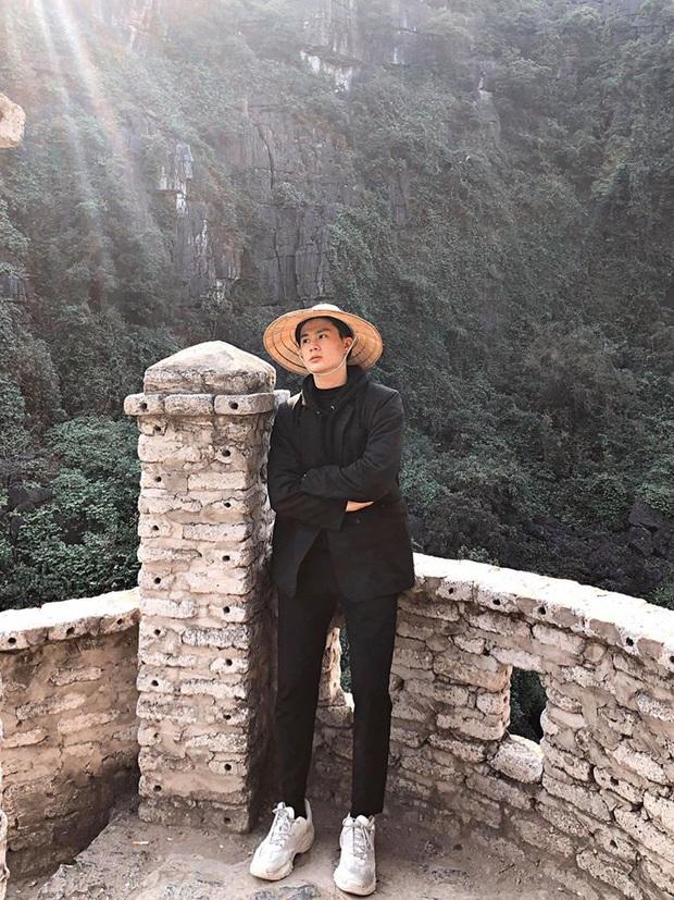 """Tung ảnh du xuân ở Ninh Bình, anh chàng khiến dân mạng """"say đứ đừ"""": Là nắng chói chang hay vì anh mà xốn xang? - Ảnh 3."""
