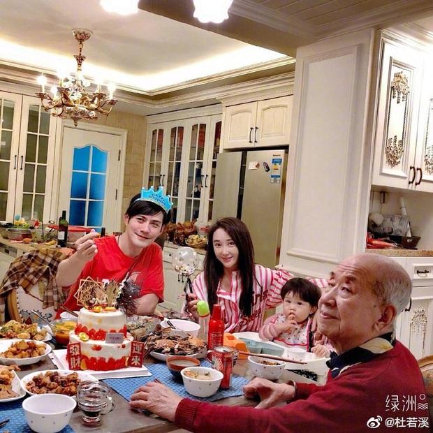 Sao Cbiz giữa đại dịch Corona: Không ai dám ra ngoài, bố Trịnh Sảng câu cá trong nhà, Huỳnh Hiểu Minh làm việc đáng khen - Ảnh 4.