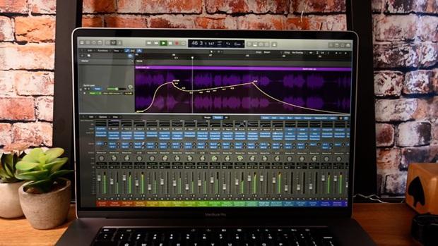 Có hệ thống âm thanh hiện đại nhưng MacBook Pro 16 inch vẫn bị ca sĩ kỳ cựu chê bai như món đồ chơi - Ảnh 2.