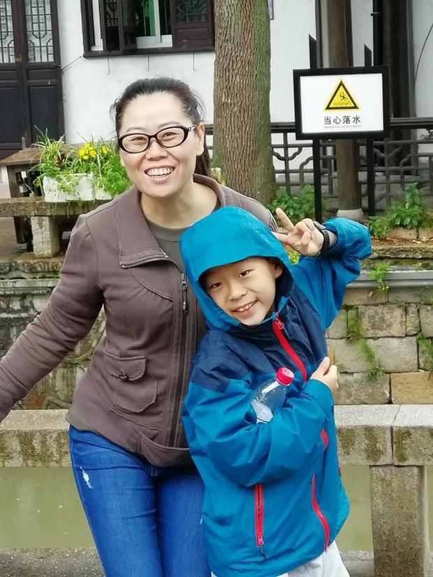 Bài văn xúc động của cậu bé có mẹ lên đường đến Vũ Hán chống dịch Corona: Cuộc sống vẫn tiếp tục, mẹ tôi sẽ chiến thắng và an toàn trở về - Ảnh 1.