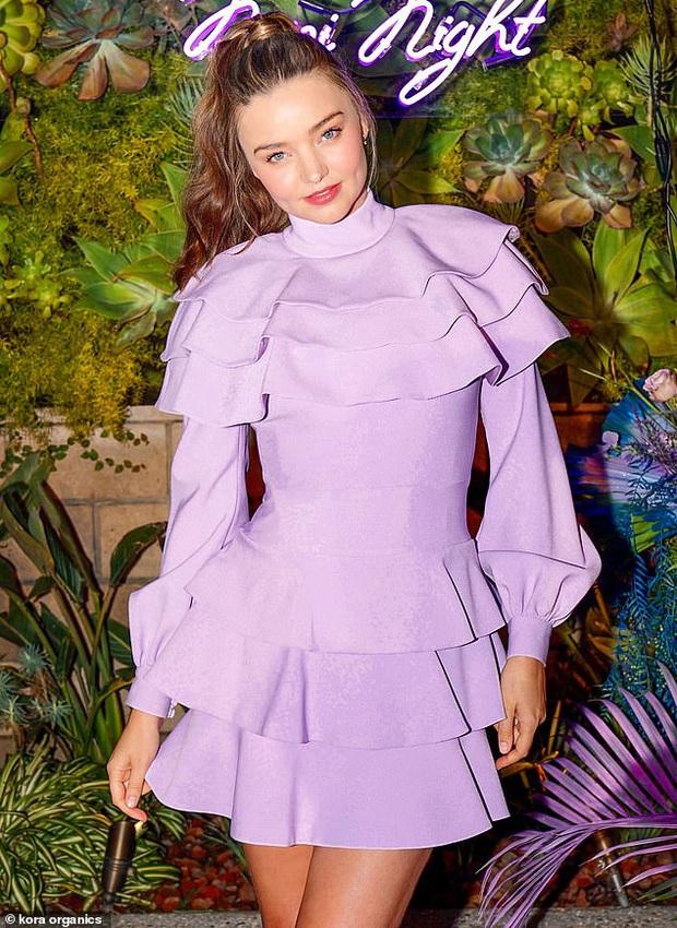 Dù diện váy sến rện nhưng Miranda Kerr vẫn đẹp lịm tim khiến dân tình ngắm không chớp mắt - Ảnh 1.
