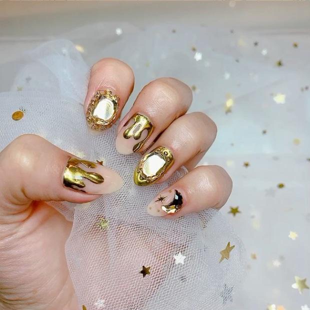 Tham khảo 20 mẫu nail mạ vàng cực đẹp và sang đang rất hot tại Hàn Quốc - Ảnh 12.