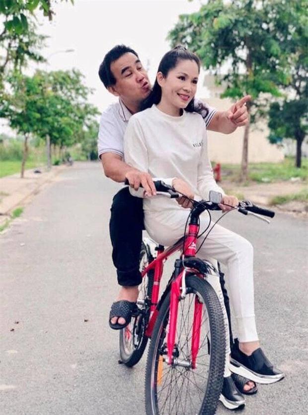 10 cặp vợ chồng Vbiz gắn kết hơn 1 thập kỷ: Chuyện tình Hà Tăng đẹp phim, Hồ Hoài Anh - Hương Giang xa để lại về với nhau - Ảnh 17.