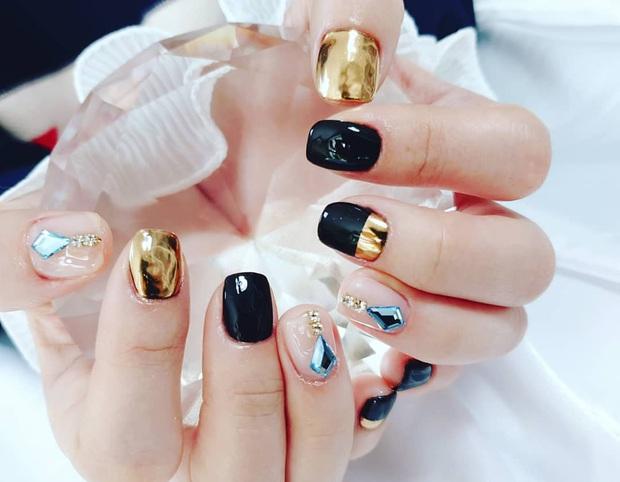 Tham khảo 20 mẫu nail mạ vàng cực đẹp và sang đang rất hot tại Hàn Quốc - Ảnh 14.