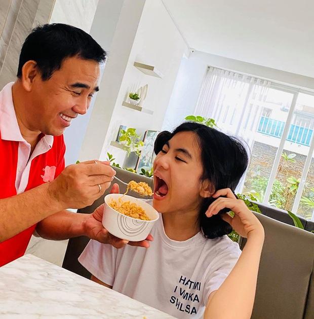10 cặp vợ chồng Vbiz gắn kết hơn 1 thập kỷ: Chuyện tình Hà Tăng đẹp phim, Hồ Hoài Anh - Hương Giang xa để lại về với nhau - Ảnh 19.