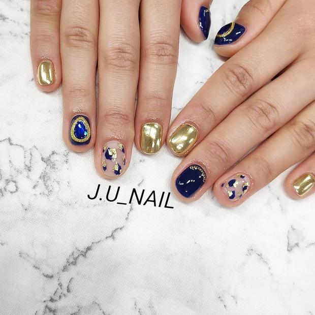 Tham khảo 20 mẫu nail mạ vàng cực đẹp và sang đang rất hot tại Hàn Quốc - Ảnh 17.