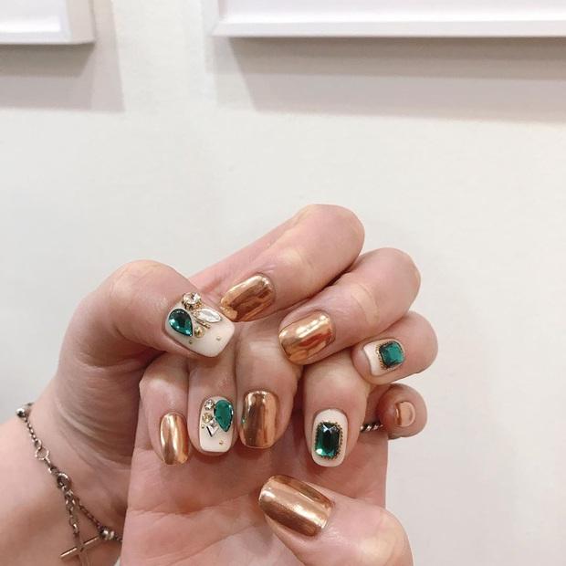 Tham khảo 20 mẫu nail mạ vàng cực đẹp và sang đang rất hot tại Hàn Quốc - Ảnh 18.