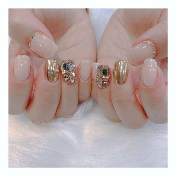 Tham khảo 20 mẫu nail mạ vàng cực đẹp và sang đang rất hot tại Hàn Quốc - Ảnh 19.