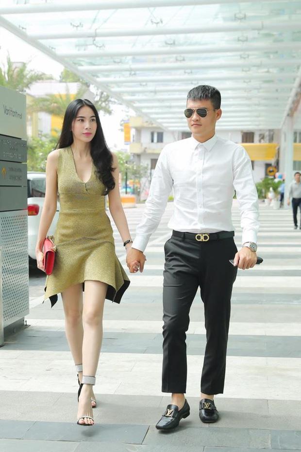 10 cặp vợ chồng Vbiz gắn kết hơn 1 thập kỷ: Chuyện tình Hà Tăng đẹp phim, Hồ Hoài Anh - Hương Giang xa để lại về với nhau - Ảnh 33.