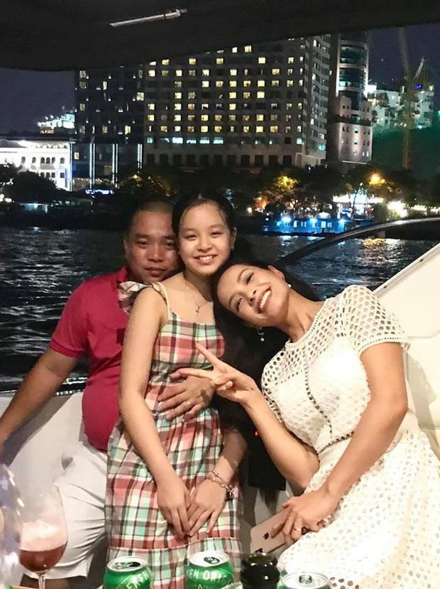 10 cặp vợ chồng Vbiz gắn kết hơn 1 thập kỷ: Chuyện tình Hà Tăng đẹp phim, Hồ Hoài Anh - Hương Giang xa để lại về với nhau - Ảnh 39.