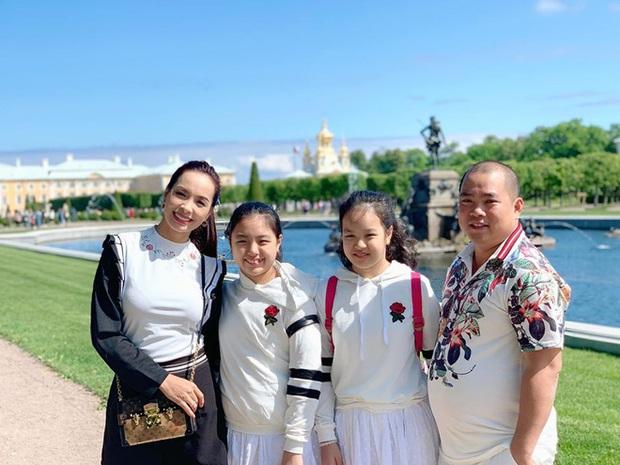 10 cặp vợ chồng Vbiz gắn kết hơn 1 thập kỷ: Chuyện tình Hà Tăng đẹp phim, Hồ Hoài Anh - Hương Giang xa để lại về với nhau - Ảnh 40.