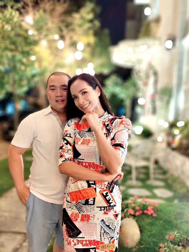 10 cặp vợ chồng Vbiz gắn kết hơn 1 thập kỷ: Chuyện tình Hà Tăng đẹp phim, Hồ Hoài Anh - Hương Giang xa để lại về với nhau - Ảnh 42.