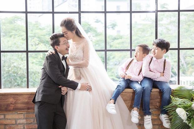 10 cặp vợ chồng Vbiz gắn kết hơn 1 thập kỷ: Chuyện tình Hà Tăng đẹp phim, Hồ Hoài Anh - Hương Giang xa để lại về với nhau - Ảnh 44.