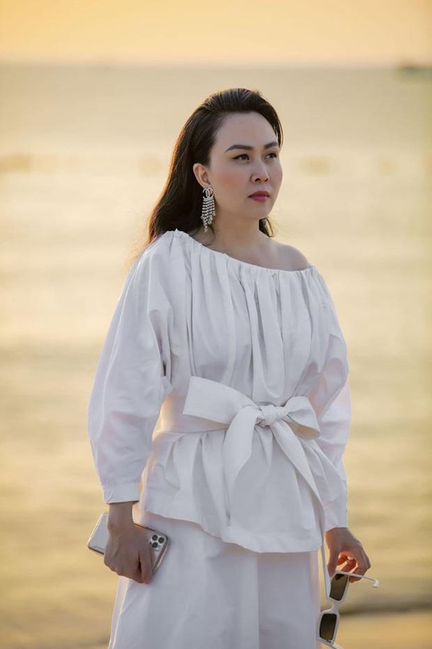 Phượng Chanel: Style có thể lên xuống thất thường nhưng làn da mộc mạc ở tuổi 40+ của nữ đại gia thì luôn căng mịn không tỳ vết - Ảnh 9.