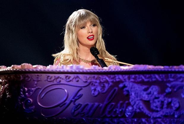 Review Miss Americana: Hào quang của rắn chúa Taylor Swift dệt bằng tài năng và nước mắt, phim chạm đến nỗi cô đơn tột cùng - Ảnh 6.