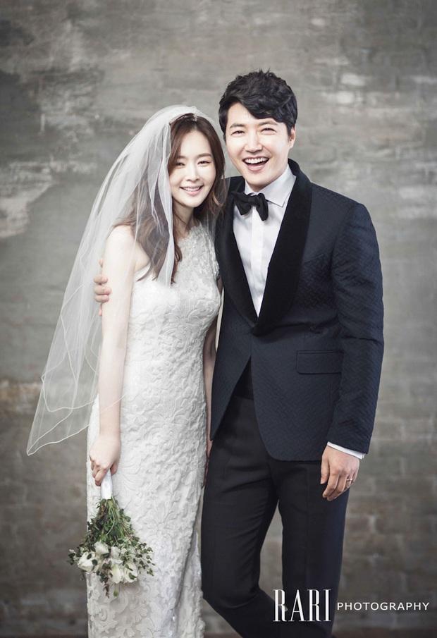 Tài tử Secret Garden leo lên top Naver vì lần đầu khoe hình đúng chuẩn ông bố bỉm sữa, Hyun Bin bỗng bị réo gọi - Ảnh 3.