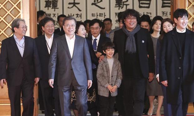 Dàn sao Ký sinh trùng gây bão khi diện kiến Tổng thống Hàn tại Nhà Xanh, sao nhí điển trai đến mức chiếm trọn spotlight - Ảnh 1.
