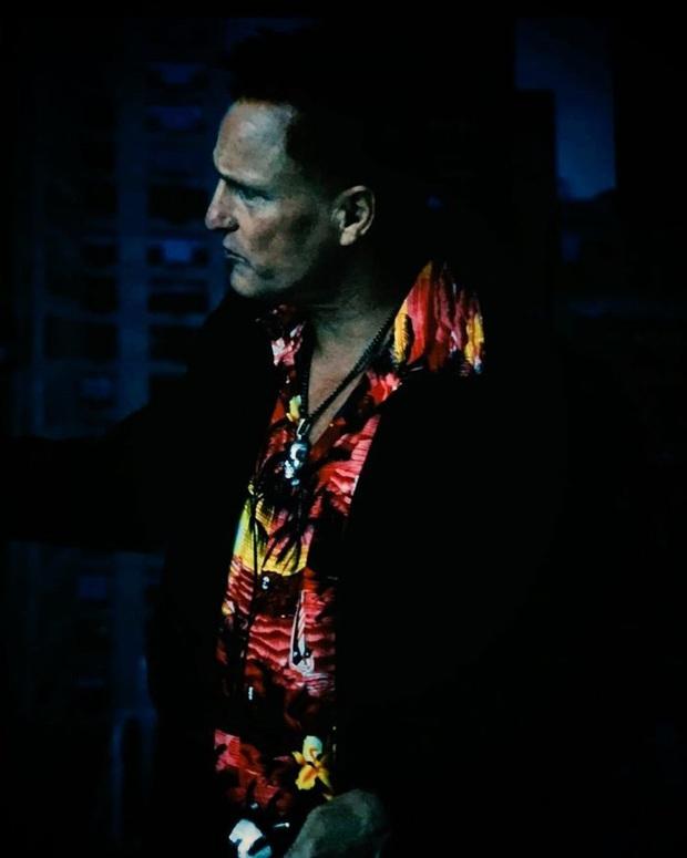 Hậu trường fancam Venom 2 lộ tạo hình gã phản diện bận áo chim cò bảnh bao không kém Tom Hardy - Ảnh 1.