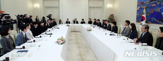 Dàn sao Ký sinh trùng gây bão khi diện kiến Tổng thống Hàn tại Nhà Xanh, sao nhí điển trai đến mức chiếm trọn spotlight - Ảnh 7.