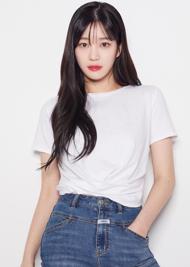 Ái nữ nhà Mama Chuê diện đồng phục gây choáng: Em gái Song Joong Ki nay đã 30 tuổi nhưng sao như học sinh thế này? - Ảnh 14.