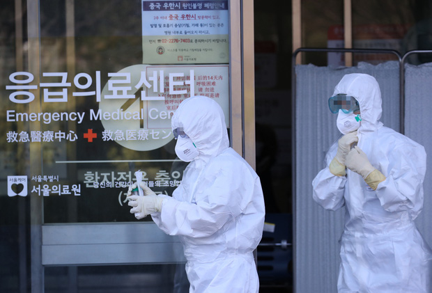 Nóng: Đã có 82 người nhiễm virus corona tại Hàn Quốc, 23 trường hợp từ bệnh nhân siêu lây nhiễm - Ảnh 1.
