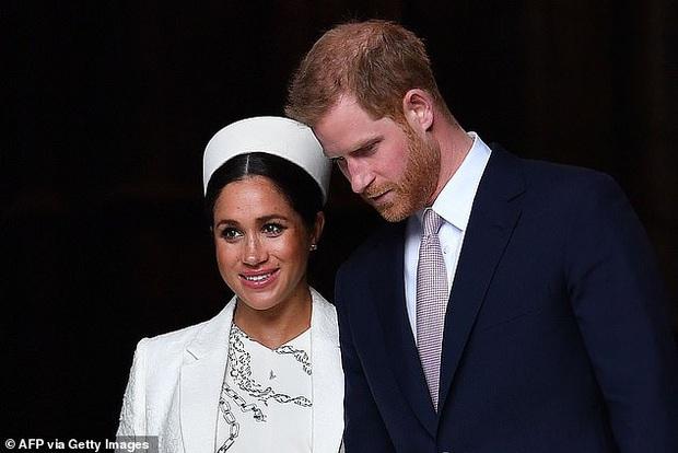 Hoàng gia Anh đưa ra thông báo ấn định ngày rời cung điện chính thức của Hoàng tử Harry và Meghan Markle không còn xa - Ảnh 1.