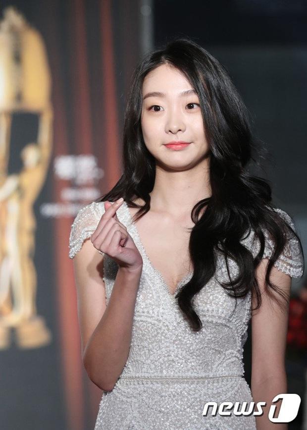 Ngất lịm loạt ảnh nữ quái Kim Da Mi đi thảm đỏ Oscar Hàn: Body nóng bỏng, chân dài 1m7 hóa ra bị Park Seo Joon dìm - Ảnh 8.