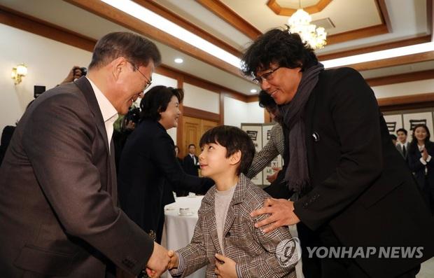 Dàn sao Ký sinh trùng gây bão khi diện kiến Tổng thống Hàn tại Nhà Xanh, sao nhí điển trai đến mức chiếm trọn spotlight - Ảnh 4.