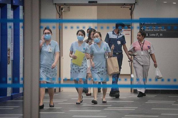 Công Phượng và đồng đội liều mình đến Singapore thi đấu: Số ca nhiễm Covid-19 gấp 5 lần Việt Nam, người chưa từng đến Trung Quốc cũng mắc bệnh - Ảnh 1.