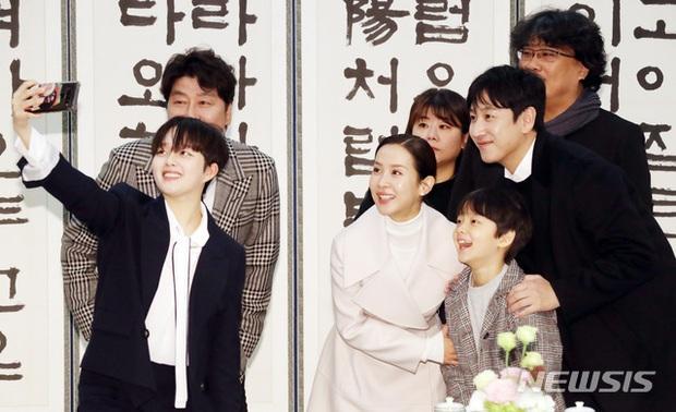 Dàn sao Ký sinh trùng gây bão khi diện kiến Tổng thống Hàn tại Nhà Xanh, sao nhí điển trai đến mức chiếm trọn spotlight - Ảnh 6.