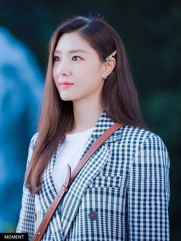 Bộ ảnh fansign đẹp muốn xỉu của chị đẹp Bắc Hàn Crash Landing On You hot trở lại: Đẹp thế này mà lâu nay chẳng ai hay! - Ảnh 10.