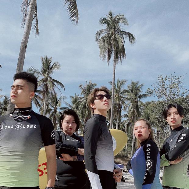 Soi style du lịch của Sơn Tùng M-TP: Đúng là một Cự Giải, toàn thấy đi biển với cả sông suối! - Ảnh 3.