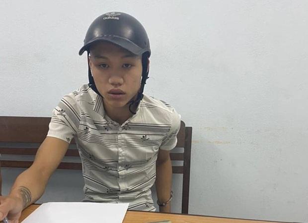 Thanh niên 23 tuổi bị bắt quả tang khi vừa giao ma túy cho dân chơi ở quán karaoke - Ảnh 1.