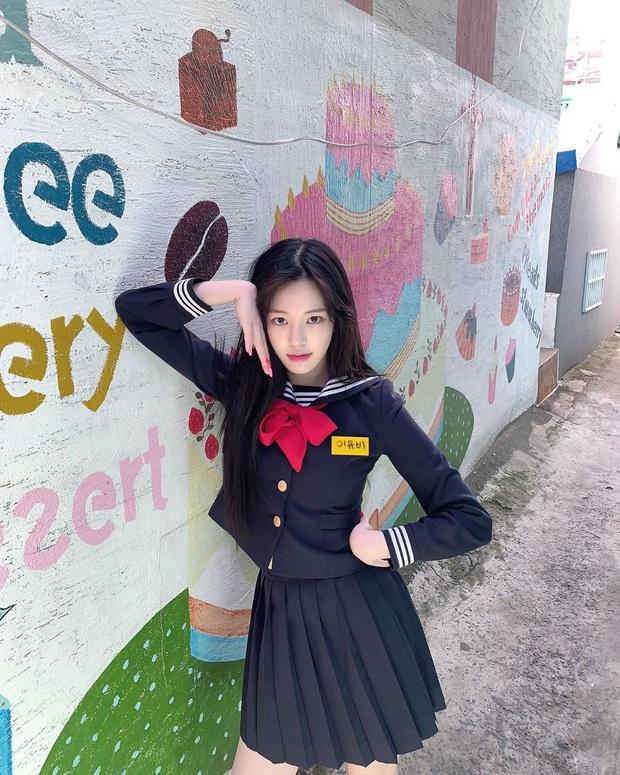 Ái nữ nhà Mama Chuê diện đồng phục gây choáng: Em gái Song Joong Ki nay đã 30 tuổi nhưng sao như học sinh thế này? - Ảnh 3.