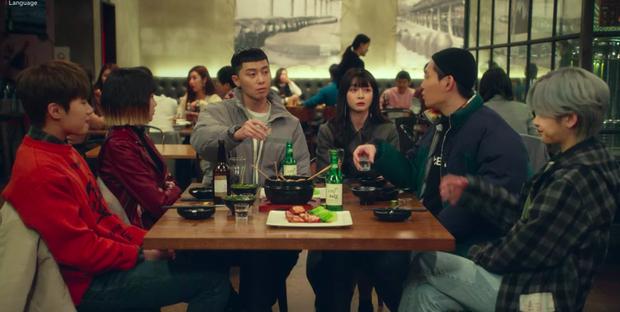 Xem Tầng Lớp Itaewon mới thấy văn hoá ăn nhậu ở Hàn Quốc cầu kỳ như thế nào: Từ chối kèo bị coi là thất lễ, còn có cả lịch tụ tập mỗi tuần - Ảnh 1.