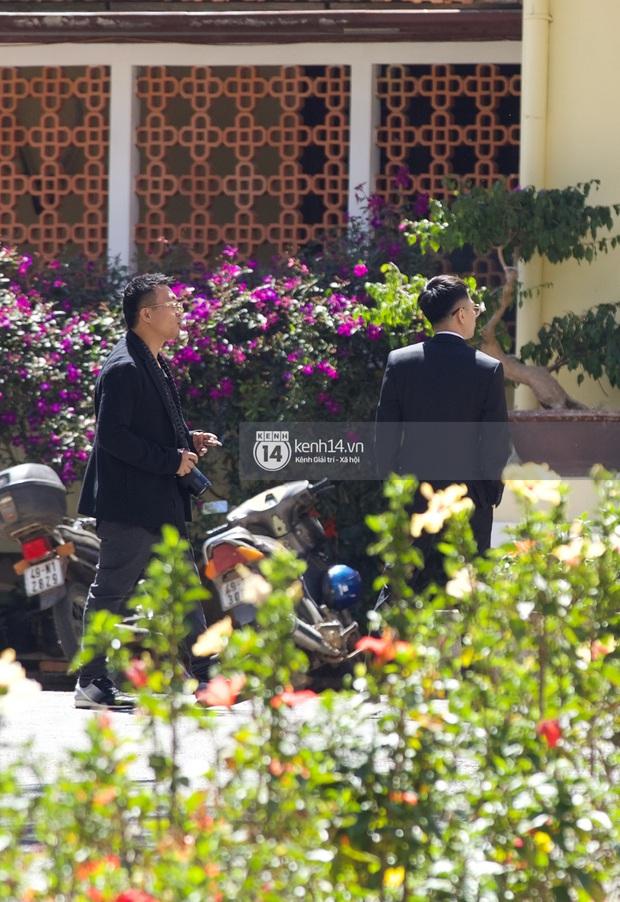 Binz, Soobin Hoàng Sơn và hội gentleman Vbiz xuất hiện cực điển trai trong đám cưới Tóc Tiên và Hoàng Touliver - Ảnh 8.