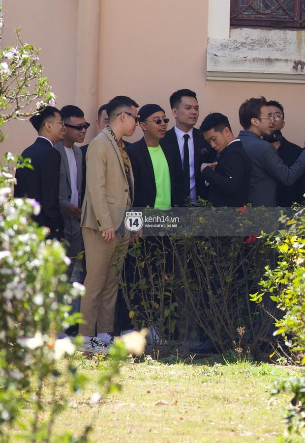 Binz, Soobin Hoàng Sơn và hội gentleman Vbiz xuất hiện cực điển trai trong đám cưới Tóc Tiên và Hoàng Touliver - Ảnh 10.