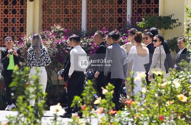 Binz, Soobin Hoàng Sơn và hội gentleman Vbiz xuất hiện cực điển trai trong đám cưới Tóc Tiên và Hoàng Touliver - Ảnh 11.