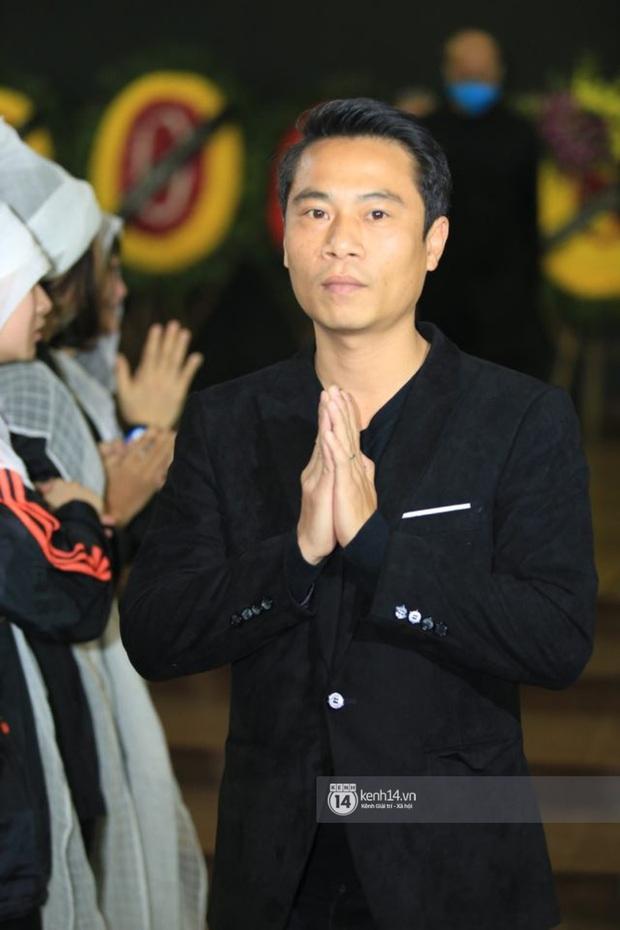Xuân Bắc, Thanh Lam cùng dàn nghệ sĩ Việt không giấu được nỗi buồn, bật khóc trong tang lễ NSƯT Vũ Mạnh Dũng - Ảnh 15.
