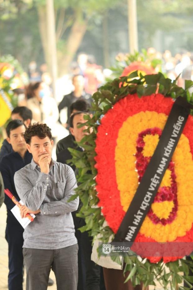 Xuân Bắc, Thanh Lam cùng dàn nghệ sĩ Việt không giấu được nỗi buồn, bật khóc trong tang lễ NSƯT Vũ Mạnh Dũng - Ảnh 6.