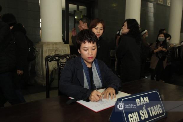 Xuân Bắc, Thanh Lam cùng dàn nghệ sĩ Việt không giấu được nỗi buồn, bật khóc trong tang lễ NSƯT Vũ Mạnh Dũng - Ảnh 2.