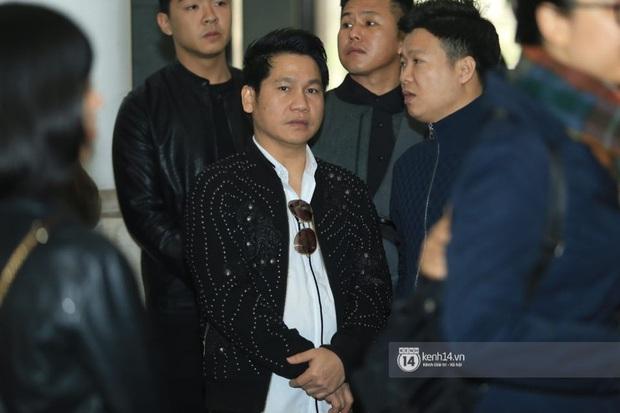Xuân Bắc, Thanh Lam cùng dàn nghệ sĩ Việt không giấu được nỗi buồn, bật khóc trong tang lễ NSƯT Vũ Mạnh Dũng - Ảnh 3.