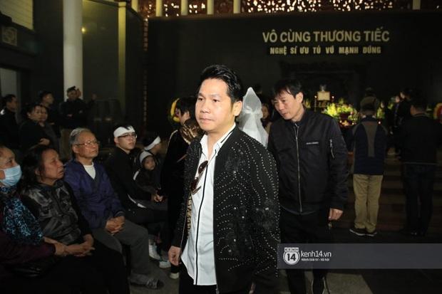 Xuân Bắc, Thanh Lam cùng dàn nghệ sĩ Việt không giấu được nỗi buồn, bật khóc trong tang lễ NSƯT Vũ Mạnh Dũng - Ảnh 4.