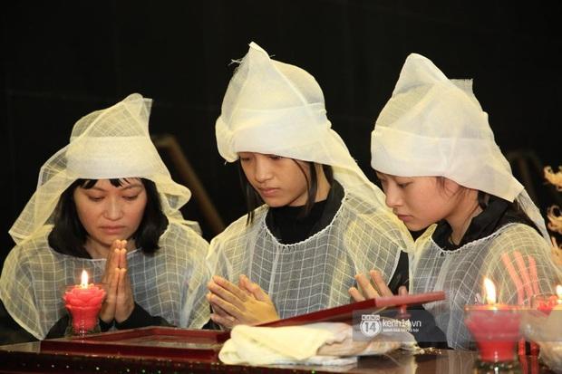 Xuân Bắc, Thanh Lam cùng dàn nghệ sĩ Việt không giấu được nỗi buồn, bật khóc trong tang lễ NSƯT Vũ Mạnh Dũng - Ảnh 17.