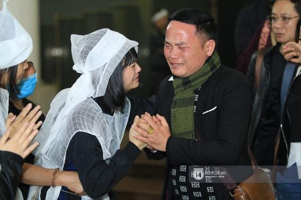 Xuân Bắc, Thanh Lam cùng dàn nghệ sĩ Việt không giấu được nỗi buồn, bật khóc trong tang lễ NSƯT Vũ Mạnh Dũng - Ảnh 16.